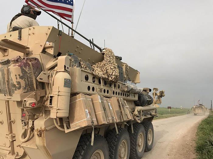 Un blindé américain sur la frontière entre turquo-syrienne.