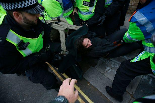 Arrestation d'un antifa hier à Londres