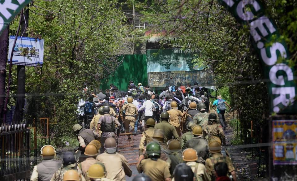 Police contre étudiants à Srinagar