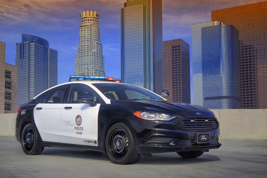 La Ford Police Responder Hybride Sedan