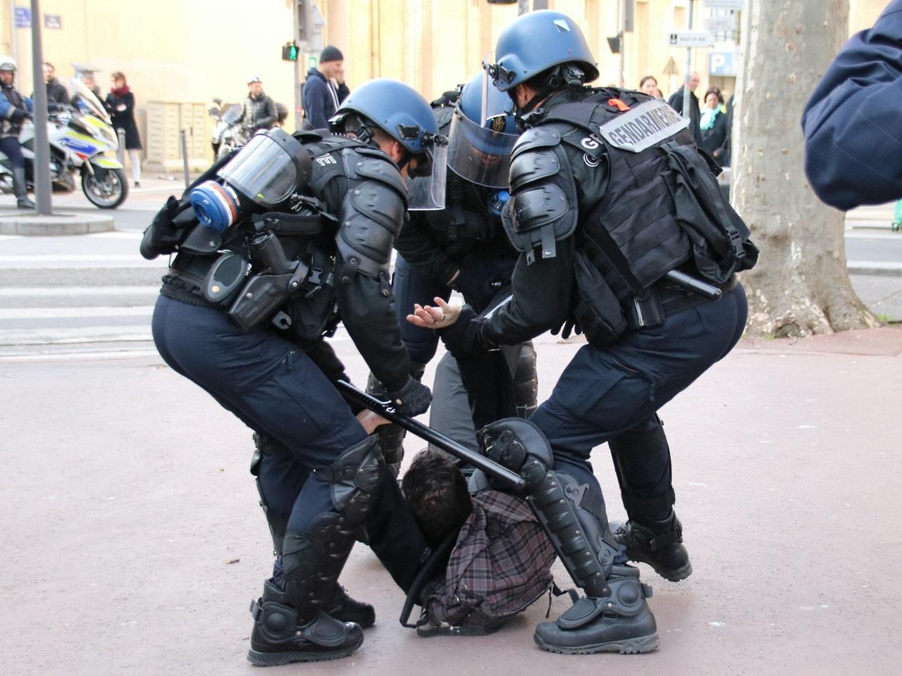 Arrestation lors d'une manifestation contre la loi Travail
