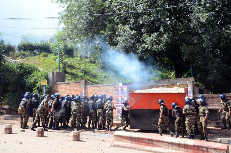 Les forces de l'ordre à l'enceinte du campus d'Ankatso