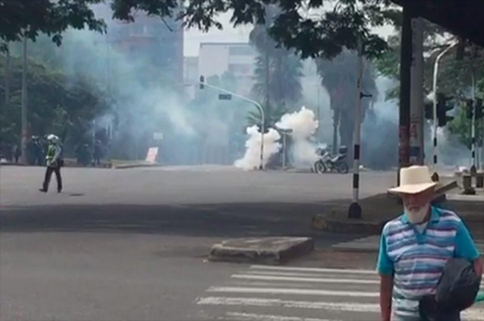 Affrontements devant l'Universidad del Valle
