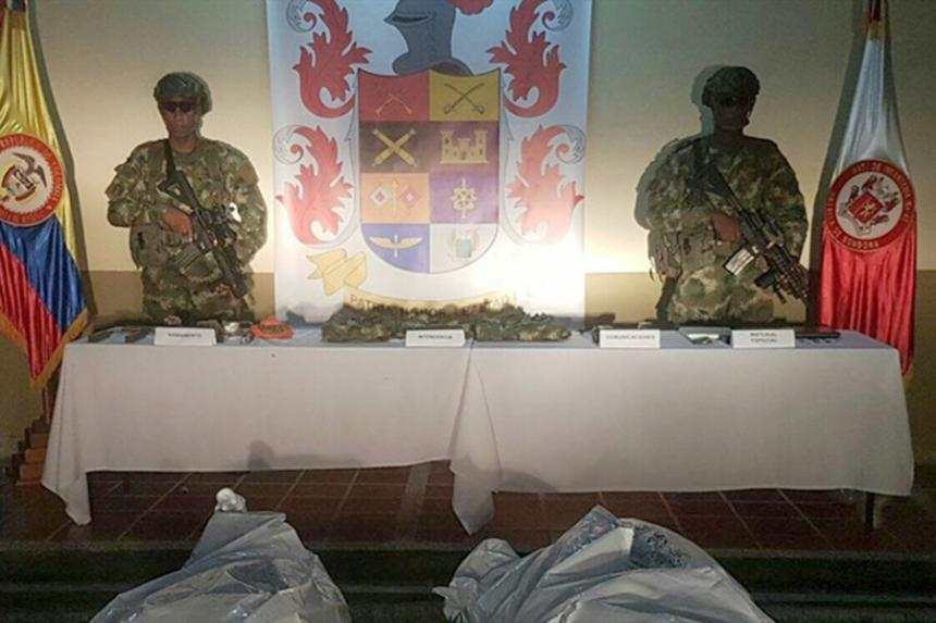 La macabre mise en scène lors de la conférence de presse des militaires
