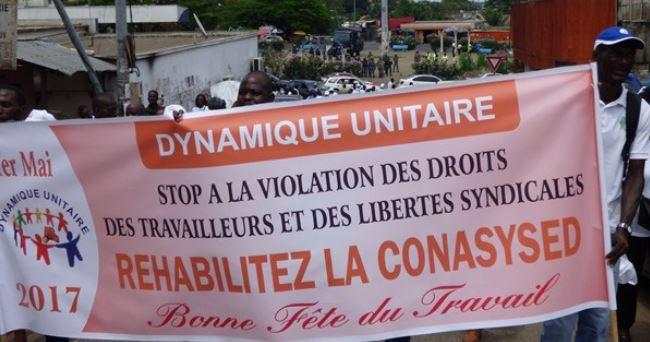 La banderole des syndicalistes gabonais