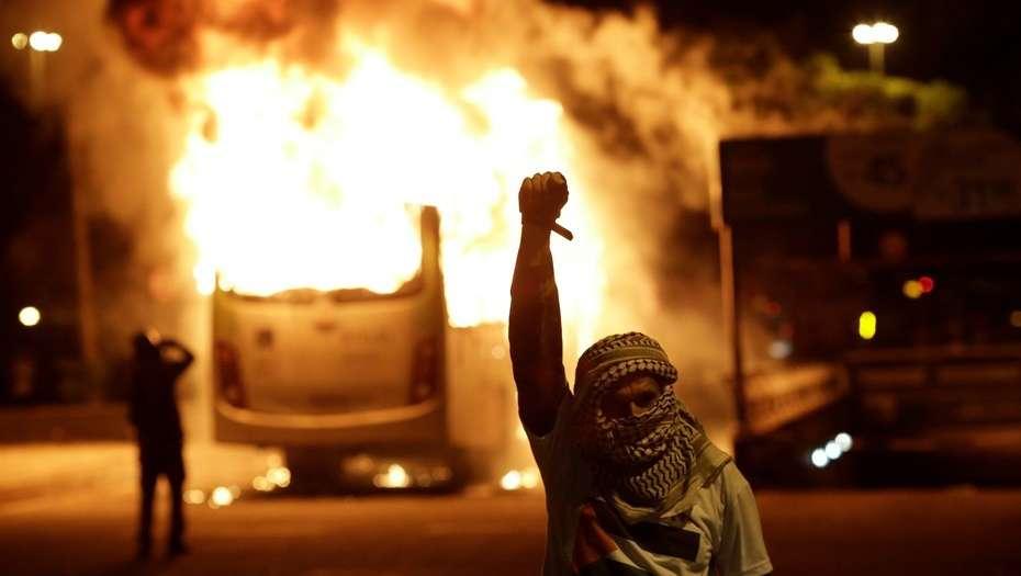 Bus incendié à Rio