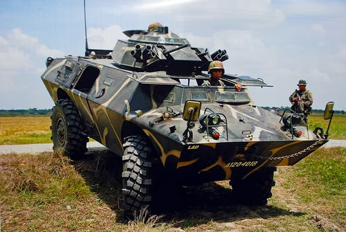 Un V-150 dfe l'armée philippines, du type de celui touché dans l'embuscade de mercredi
