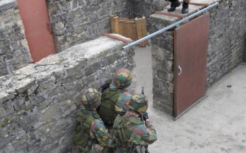 Entraînement au combat urbain dans le camp de Lagland (Arlon)