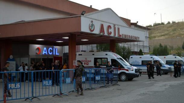 Arrivée à l'hôpital des gendarmes blessés dans l'attaque du PKK