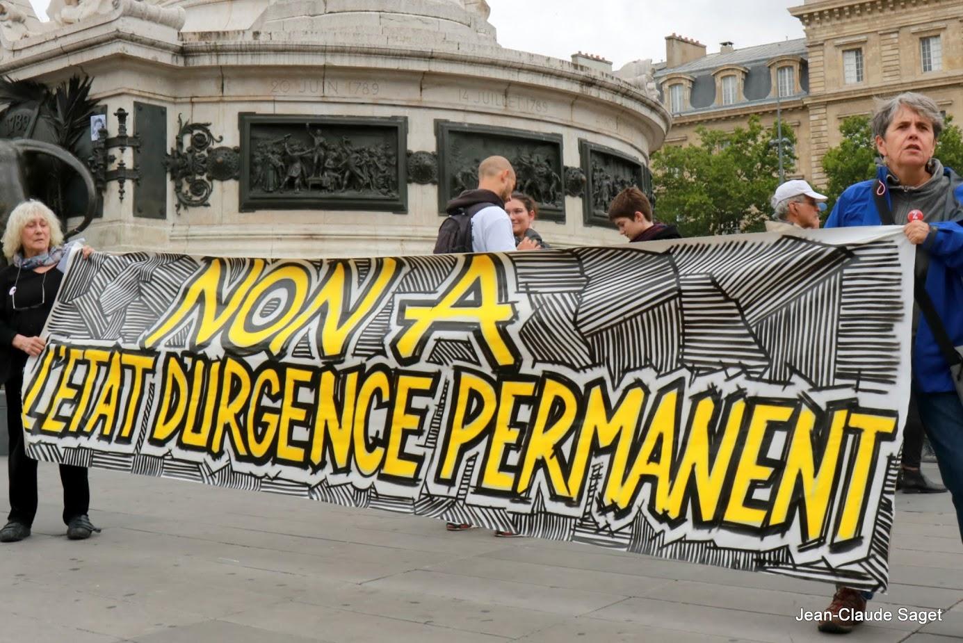 Manifestation contre l'instauration de l'Etat d'urgence permanent