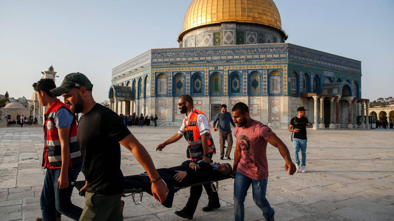 Evacutation d'un manifestant blessé