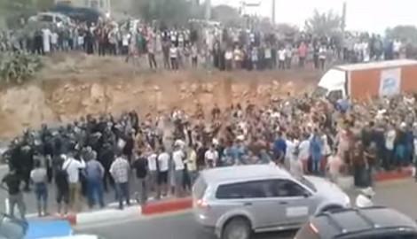 Face à face entre manifestants rifains en deuil et policiers