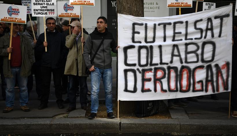 Manifestation devant les locaux parisiens d'Eutelsat, le 6 octobre 2016