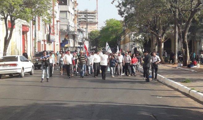 Les paysans entamant leur manifestation à Asunción