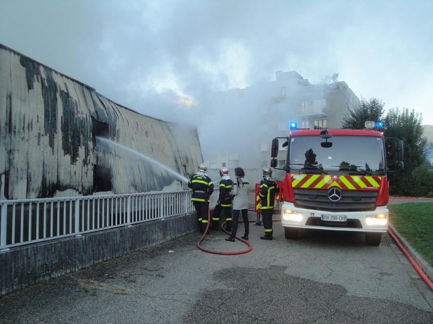 Incendie solidaire contre la gendarmerie à Grenoble