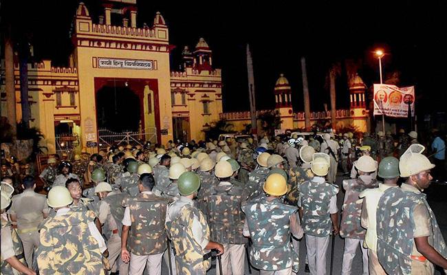Déploiement policier à la Banaras Hindu University (BHU)