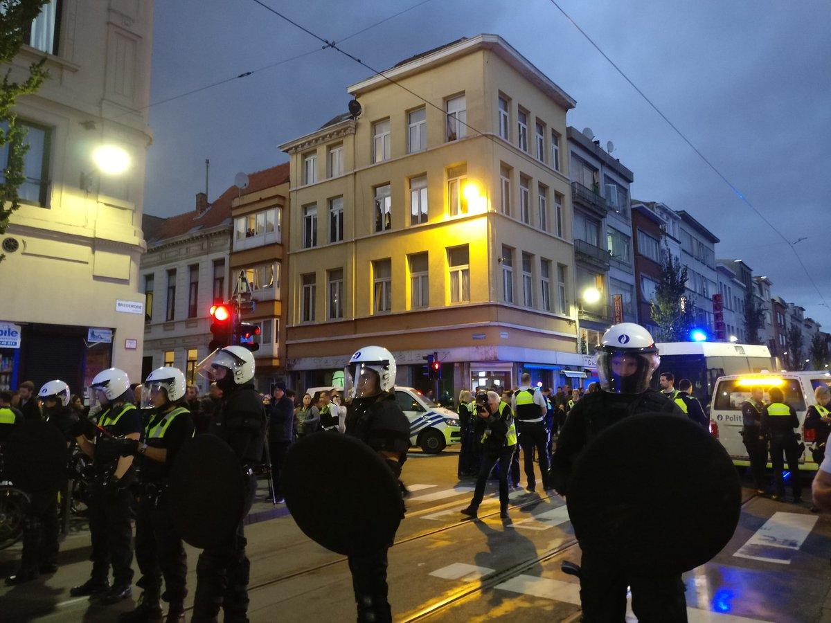 La police anti-émeute déployée Brederodestraat