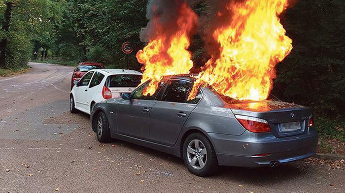 BMW en feu aux abords du Pré Catelan