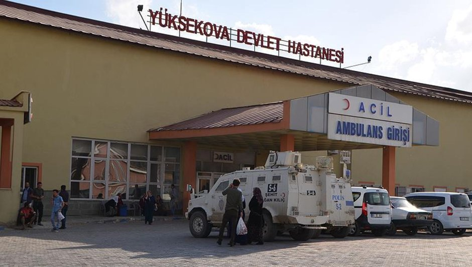 Le transfert des blessés à l'hôpital de Yuksekova