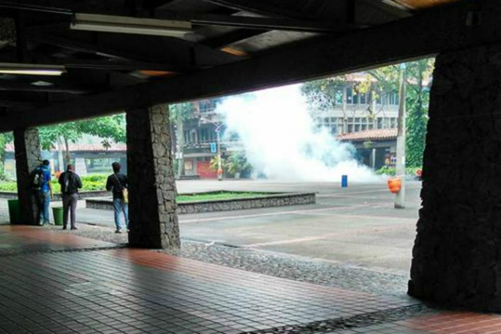 Lacrymogènes sur le campus d'Antioquia