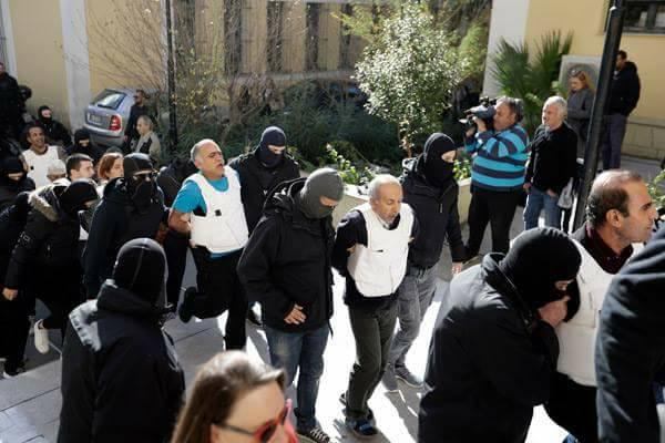 Les prisonniers déplacés par la police anti-terroriste