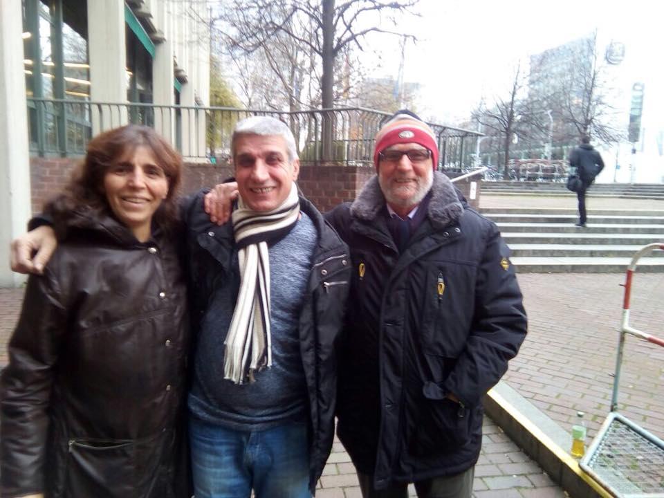 Mehmet Yeşilçalı (au centre) à sa sortie de prison le 1er décembre 2017.