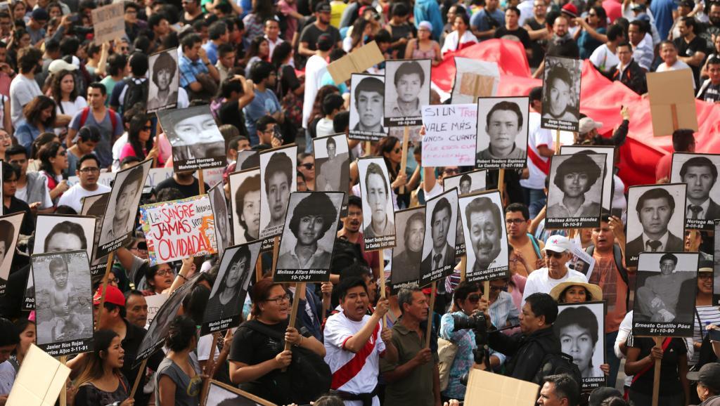 Rassemblement hier à Lima contre la grâce pour Fujimori