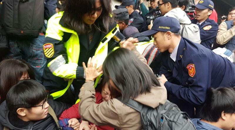 Taïwan: la police attaque les manifestants opposés à la réforme du droit du travail