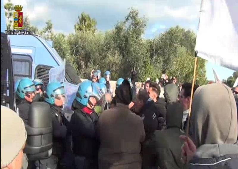 La manifestation à Melendugno