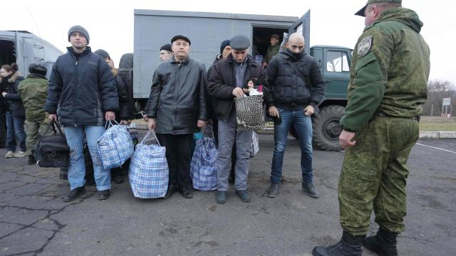quelques uns des prisonniers ukrainiens qui vont être libérés par les rebelles du Donbass