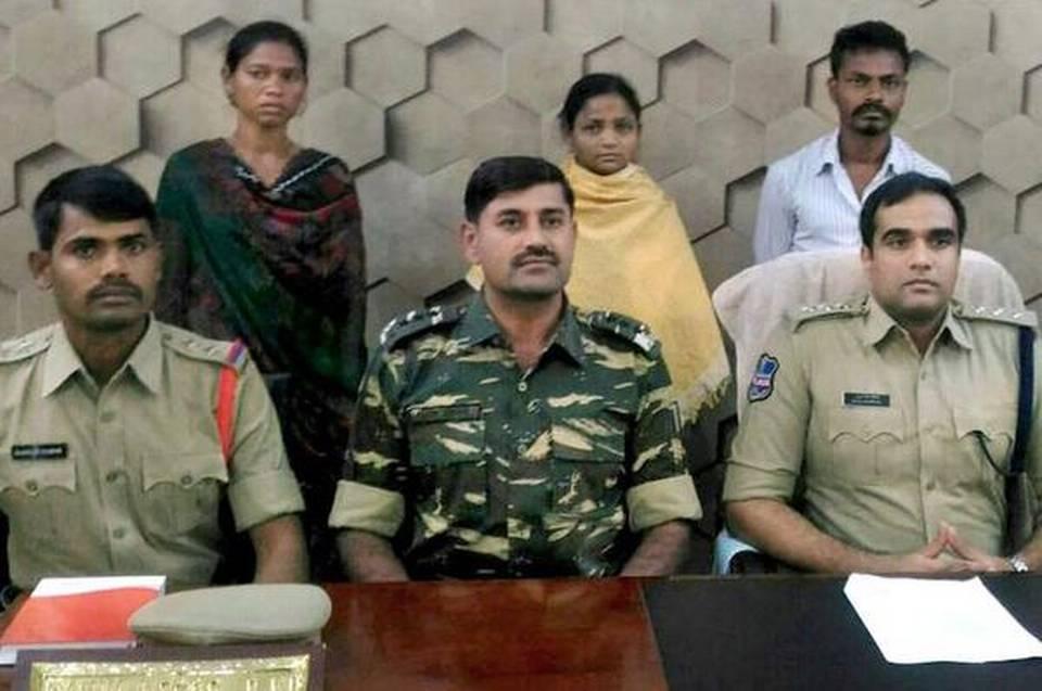 Madivi Pande et deux miliciens maoïstes