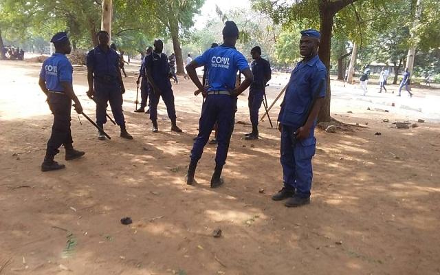 Policiers sur le campus de Lome