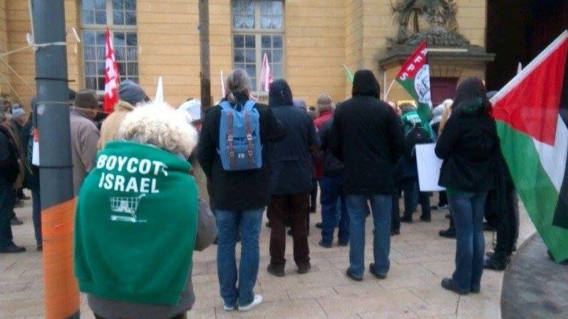 Rassemblement devant le palais de justice de Metz lors du procès en première instance