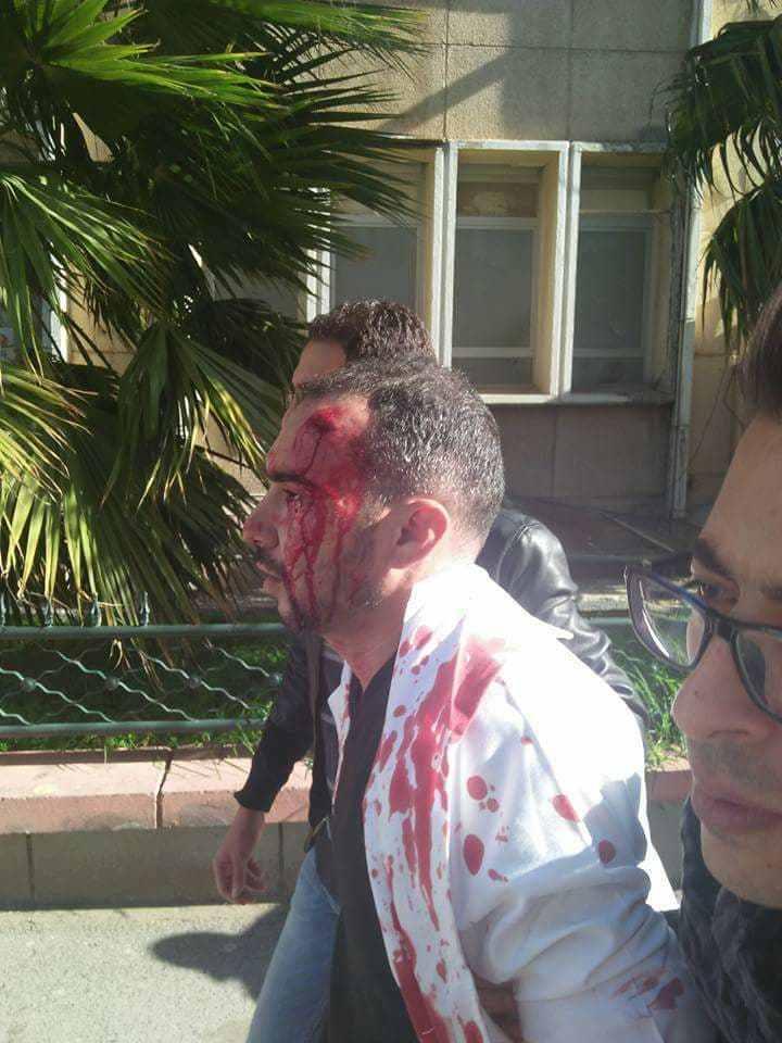Un des médecins matraqués par les forces anti-émeutes