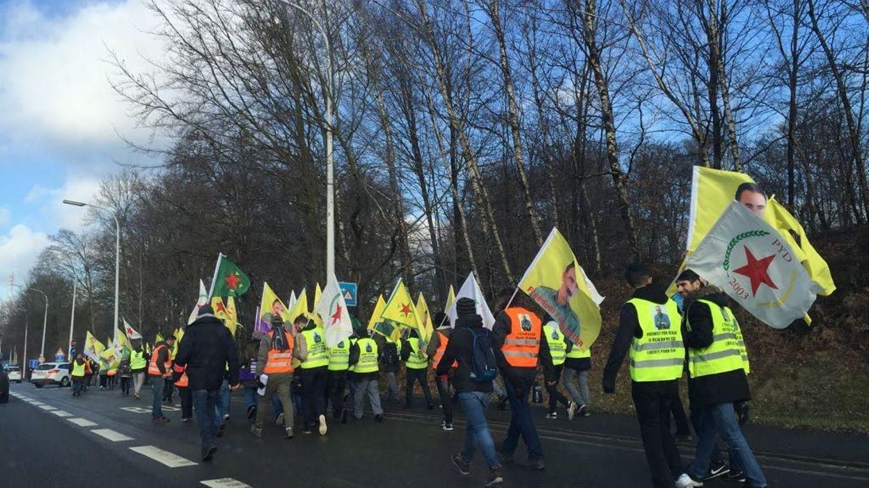 Les marcheurs sur la N25 ce samedi