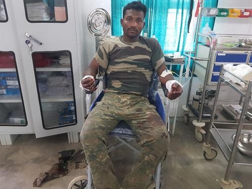 Soldat blessé par la guérilla maoïste