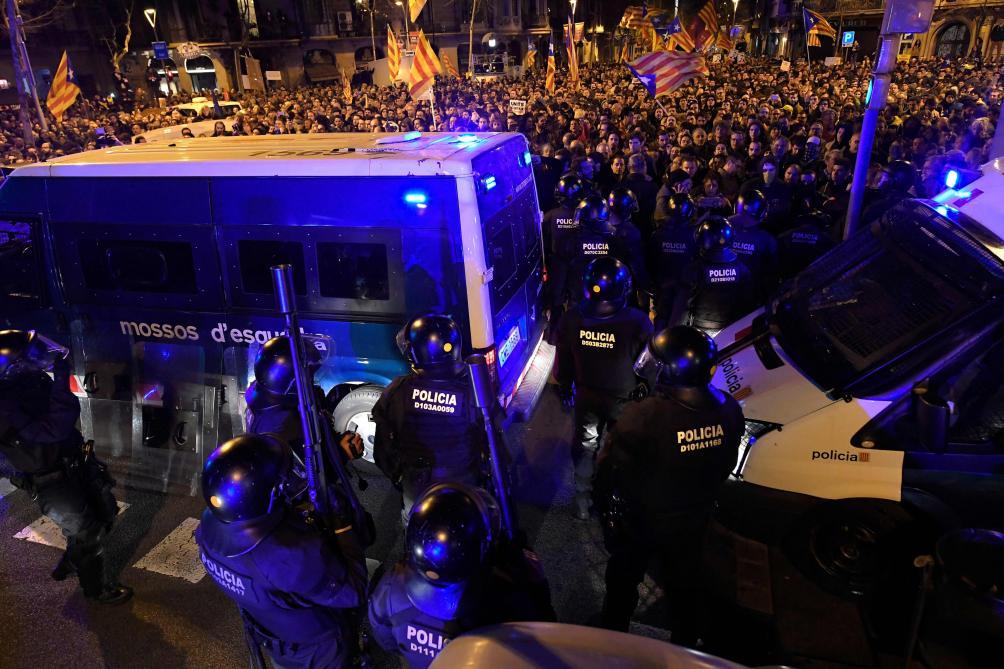 Police vs manifestants à Barcelone
