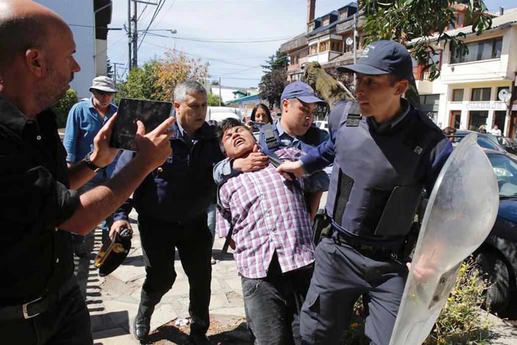 Un des 14 arrestations à Bariloche
