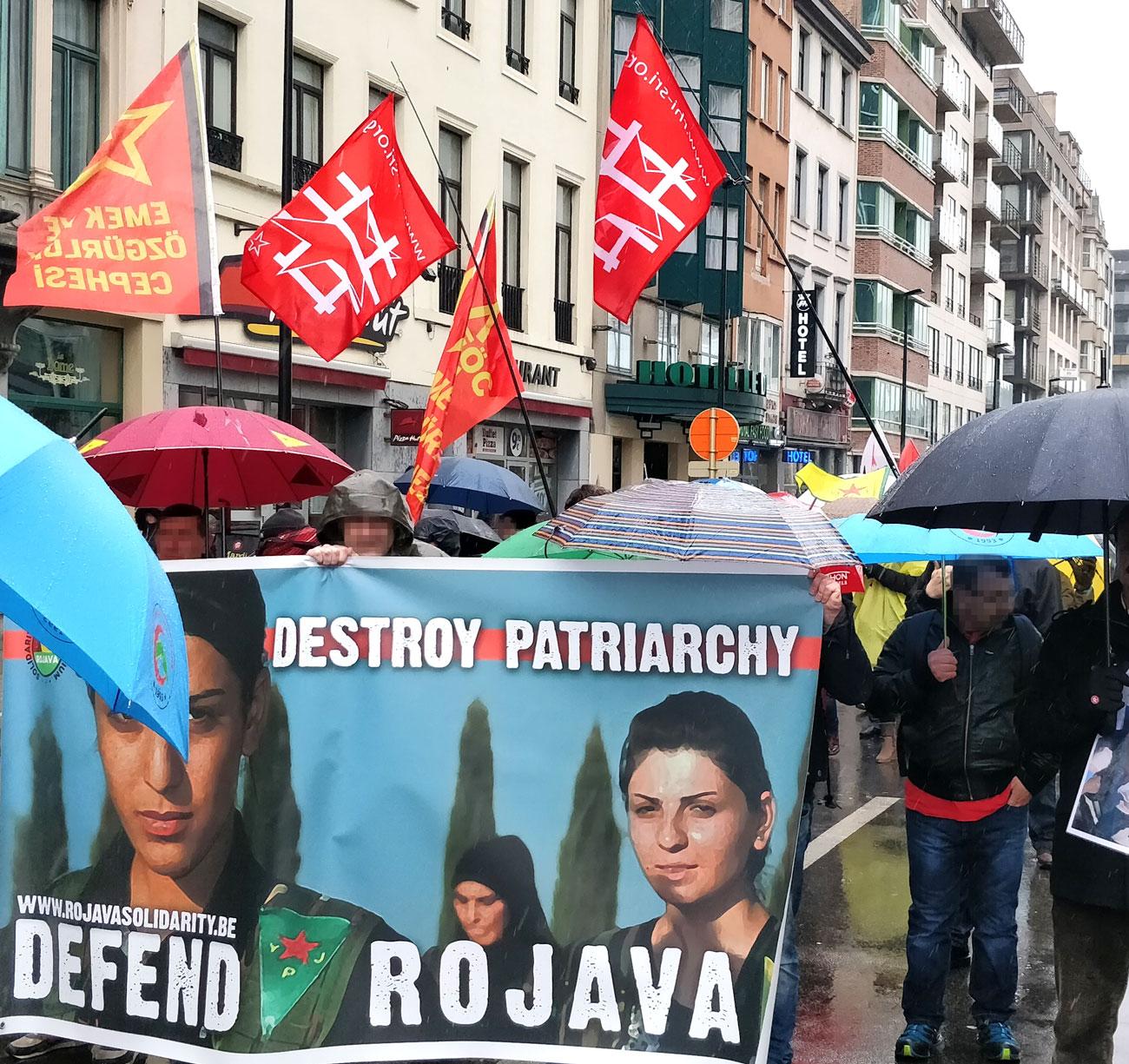 Des manifestants du Comité Rojava, du Secours Rouge et de l'EÖC