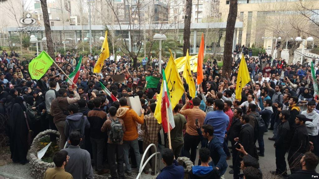 Le rassemblement à l'université de Téhéran