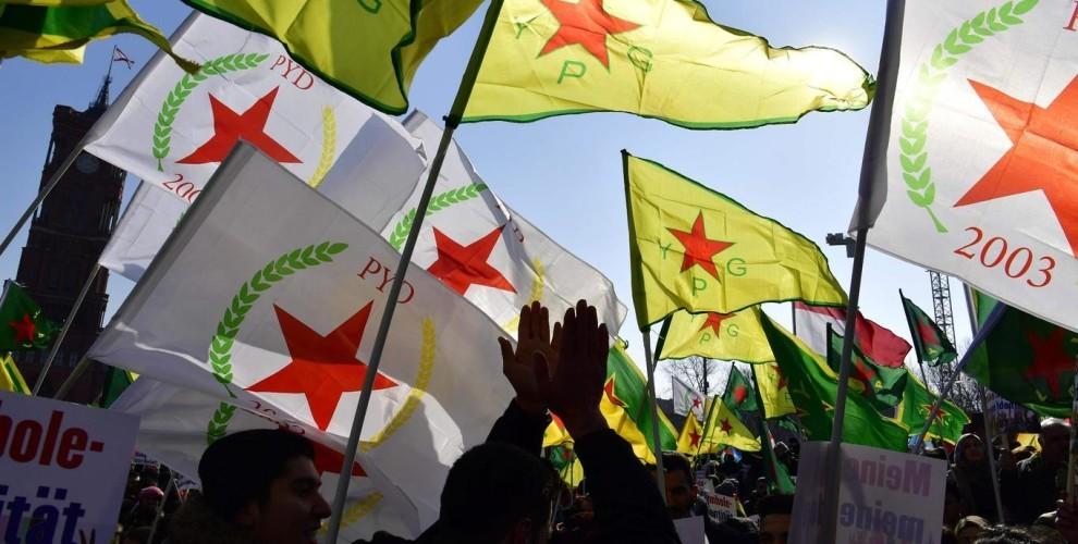 Drapeaux du PYD et des YPG