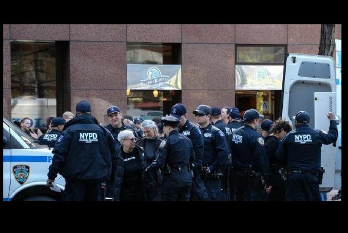 14 activistes pro-palestiniens de la Jewish Voice for Peace arrêté.es à New-York