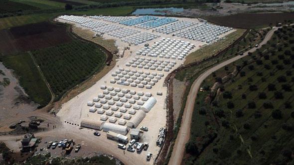 Un camp de transit créé par les turcs pour accueillir les jihadistes de la Goutha et leurs familles destinés à remplacer les populations kurdes d'Afrin