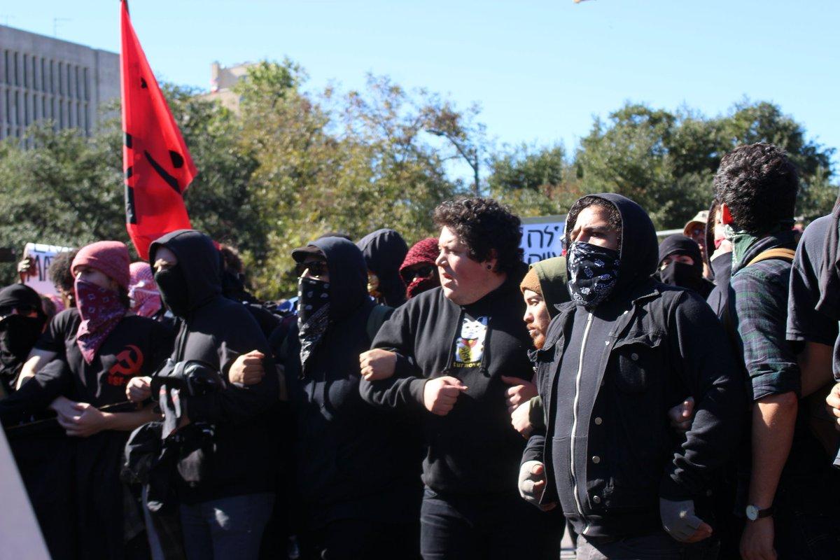 Manifestants antifascistes à Austin