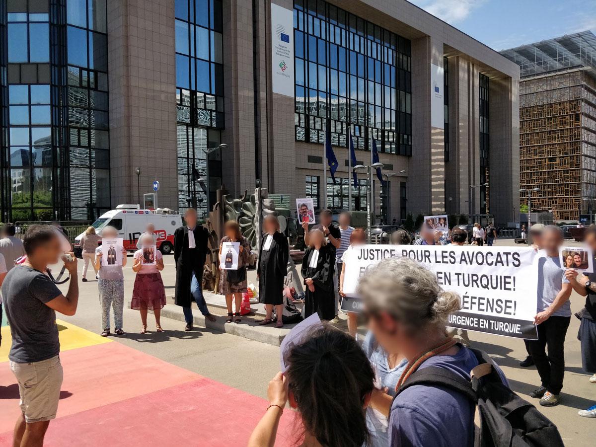 Solidarité avec les avocats emprisonnés en Turquie