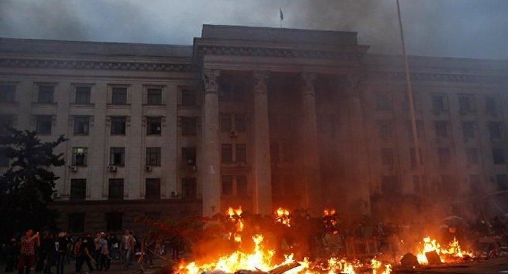 2 mai 2014: Les fascistes incendient la Maison des Syndicat à Odessa