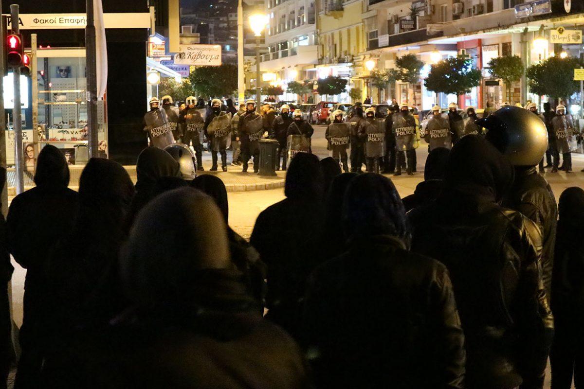Police et fascistes attaquent un squat à Kavala