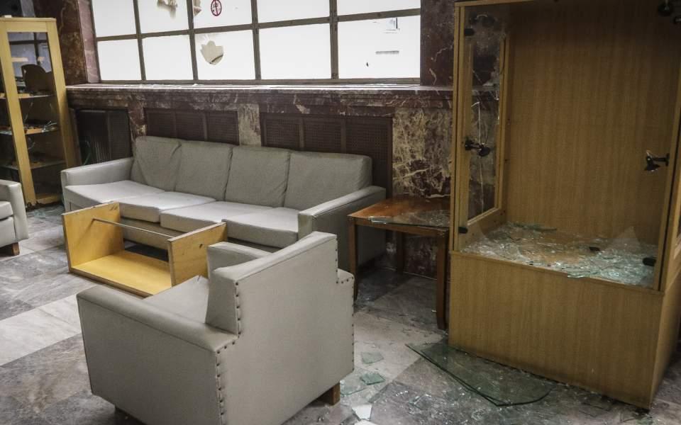 Les bureaux du secrétariat du commerce après le passage de Rouvikonas