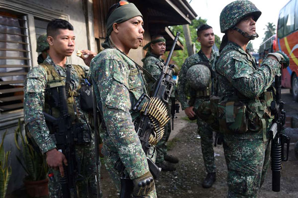 Militaires arrivant en renfort le 2 juin à Mindanao pour des opérations antiguérilla