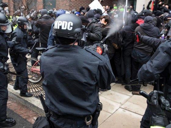 Nassage et gazage de manifestants le jour d'investiture de Trump